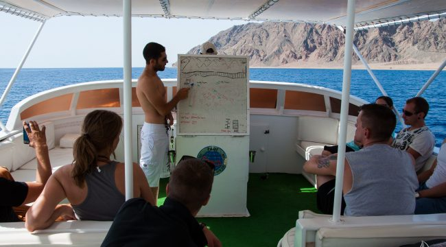 Dive briefing at Gabr-el Bint, Dahab, Egypt