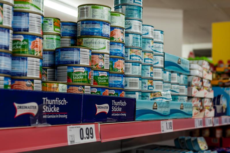 Thunfisch und Makrelen schön billig und so viel man will. Macht sich noch überhaupt jemand Gedanken, dass der ganze Fisch auch irgendwo herkommen muss? © Tom Vierus
